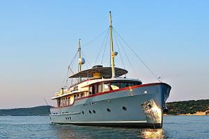 motor yachts med opi larimar