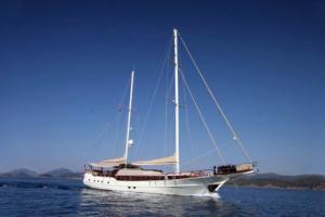 sailing yachts med schatz